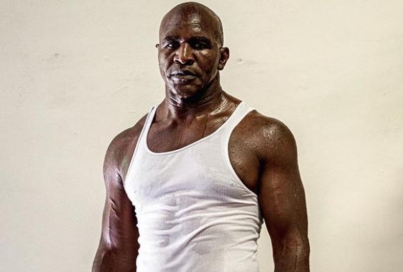 Ивендър Холифийлд демонстрира все по-добра физическа форма (снимка)