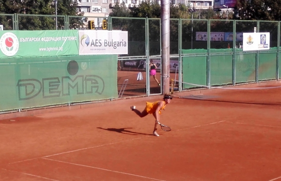 7 българчета се класираха за четвъртфиналите на турнир от ITF в София