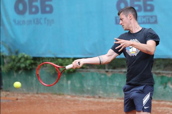 Лазаров загуби финалния мач в квалификациите за...