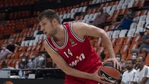 Везенков с 6 точки и 4 борби при загуба на Олимпиакос
