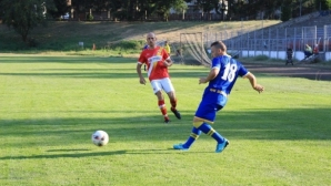 Двама футболисти ще водят временно Банско