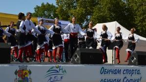 Колоритен фолк фест стартира 4-дневния спортен празник в сърцето на София