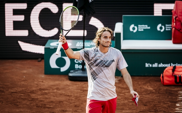 Стефанос Циципас продължава на четвъртфинал в Хамбург