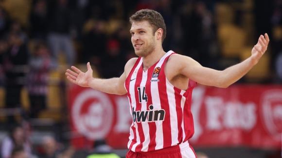 Везенков отбеляза 23 точки за Олимпиакос срещу Алба...