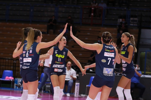 Елица Василева с 16 точки, Казалмаджоре отстъпи на...