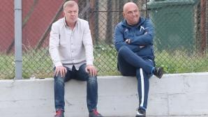 Сираков и Георги Тодоров гледат юношите