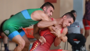 Шампионът при мъжете уверено стигна до финал и при юношите на ДП по борба