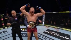 Ян Блахович напердаши Доминик Рейес и спечели шампионския пояс в лека-тежка категория (видео)