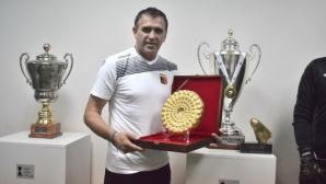 Бруно Акрапович получи копие от Панагюрското златно съкровище