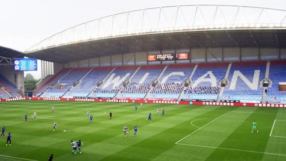 Английската футболна лига е застрашена от изчезване,...
