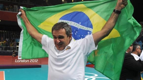 Селекционерът на Бразилия по волейбол, спечели медал в ... конните надбягвания