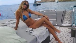 Музата на Хамес Родригес препича секси тяло в Испания (снимки)