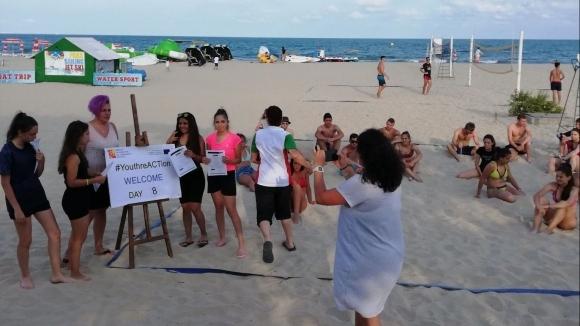 Спорт и игри край морето зарадваха младежи с проблеми