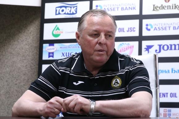 Славия представя Тарханов утре