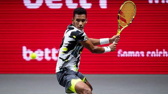Оже-Алиасим достигна четвъртфиналите в Кьолн