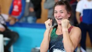 Евелина Николова поднесе изненадата на финалите, тушира Биляна Дудова