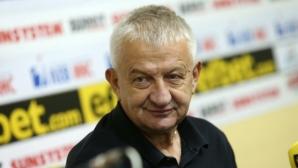 Крушарски: Ще ме забавите, трябва да купя бира и да напълня рейса