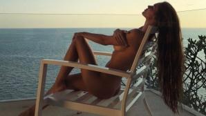 Вики Одинцова захвърли дрехите в Дубай (снимки)