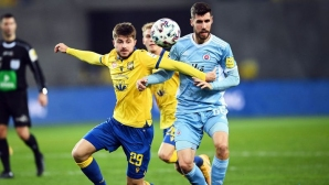 Божиков остана на пейката за Слован в дербито с Дунайска Стреда