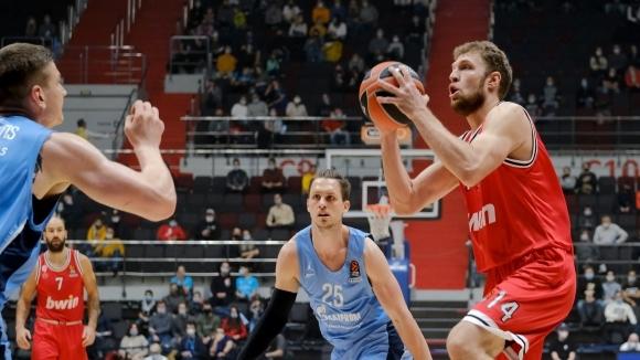 Ключови изяви на Везенков осигуриха четвъртия успех на Олимпиакос в Евролигата