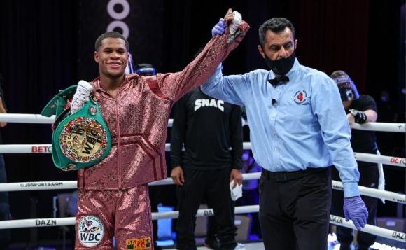 Девин Хейни защити пояса на WBC, след като спечели 12-рундова битка срещу Юриоркис Гамбоа (видео)
