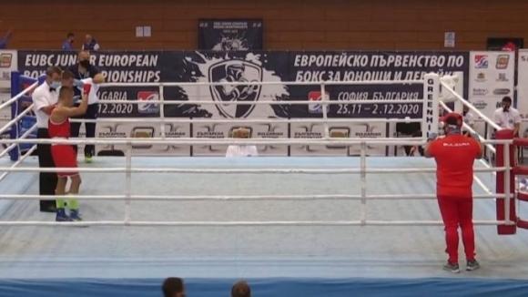 Любомир Ангелов започна с убедителна победа на ЕП по бокс до 16 години в София