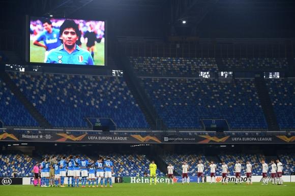 Наполи почете Марадона с успех в Лига Европа