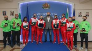 Министър Кралев награди медалистите от Европейското по бокс