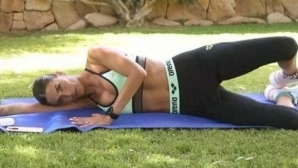 Мелиса Сата демонстрира секси тяло и коледен дух (снимки)