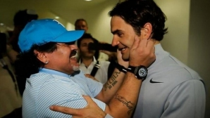 Марадона целуваше снимките на Федерер и почти се разплака, когато го срещна (видео)