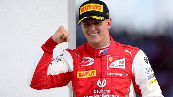 Един от конкурентите на Шумахер отпадна от битката за място във Формула 1