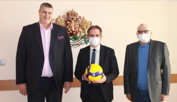 Любо Ганев и Петър Кънев на среща при министър...