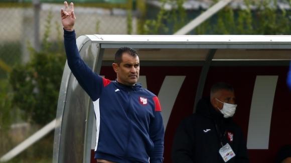 Треньорът на Кариана отрече, че ще поема Ботев...