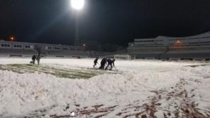 """Продължава почистването на стадион """"Ивайло"""", теренът е почти готов"""