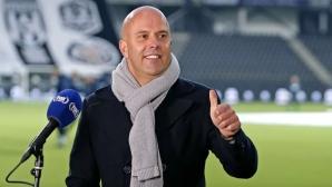 АЗ Алкмаар уволни треньора си, защото водел преговори да замени Дик Адвокаат