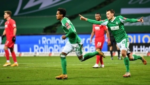 Вердер пречупи Аугсбург в края, Груев дебютира в Бундеслигата