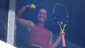 Слънчеви бани зад прозореца и волета в матраци са част от тренировките за тенисистите в локдаун в Мелбърн