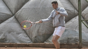 Лазаров е на 1/4-финал на двойки в Анталия