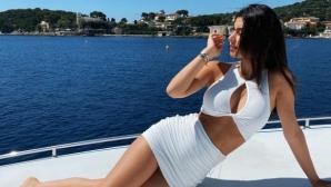 Щерката на Фабрегас трупа лайкове с горещи изяви в социалните мрежи