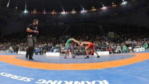 Шампионката по борба Айлин Ахмедова беше наградена и от областния управител на Търговище