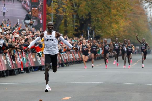 Световеният рекордьор Елиуд Кипчоге ще участва в маратона на Хамбург
