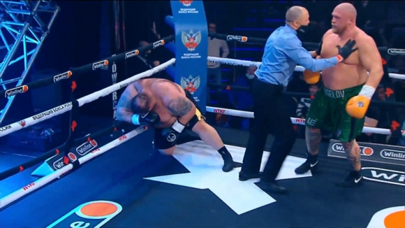 Руснак нокаутира 190-килограмов гигант (видео)