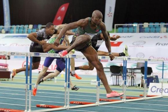 Холоуей атакува още веднъж световния рекорд на 60 м/пр