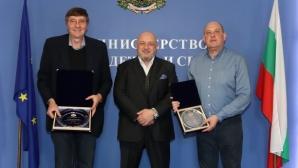 Министър Кралев награди националите по баскетбол и селекционера Росен Барчовски