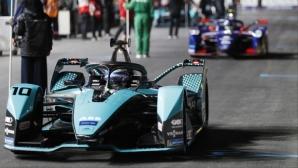 Бърд триумфира в скъсеното второ състезание в Ад Диря, пилот в болница след катастрофа
