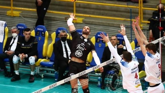Матей Казийски с 18 точки, Верона вкара плейофите в решителен трети мач (видео + галерия)