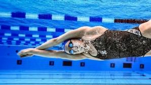 Суперзвездата Сара Сьострьом се завърна в басейна след операция