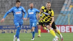 Защитник на Левски се размина с тежка контузия