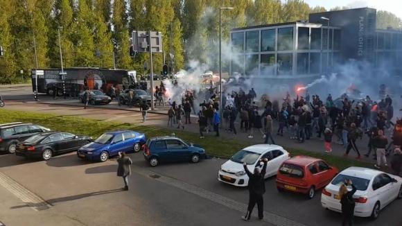 Феновете на Фейенорд посрещнаха по шампионски играчите в Ротердам