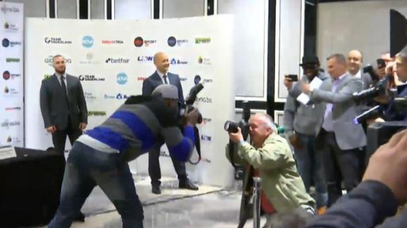 Кевин Джонсън направи супершоу преди пресконференцията